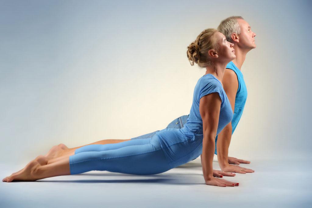 йога мужчина и женчина