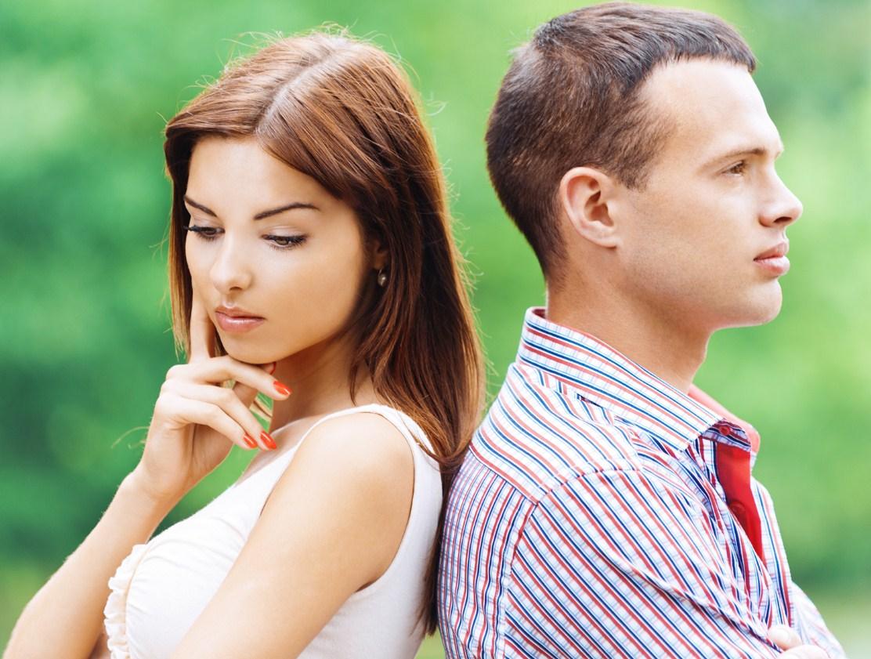 Парень и девушка думают