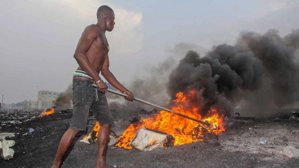 Сжигание мусора в Африке