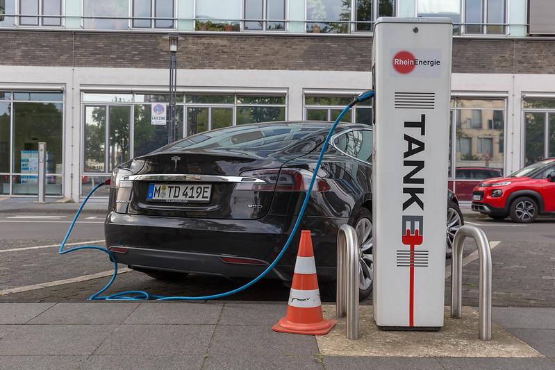 Германия, Кельн, электромобиль